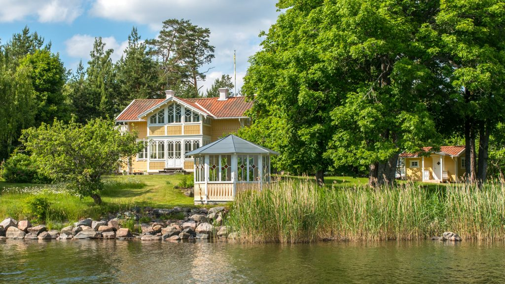 Best Idyllic Lake Cabins Near Stockholm