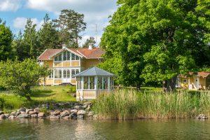 Best Idyllic Lake Cabins Near Stockholm