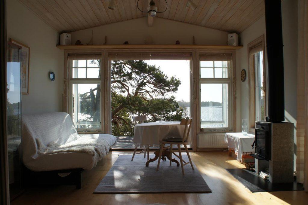 Idöborgs Stuguthyrning idyllic lake cabin