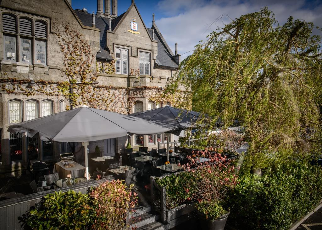 clontarf castle hotel courtyard